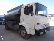camión cisterna Nissan