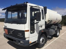 camión cisterna hidrocarburos Volvo