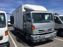 camion fourgon polyfond Nissan
