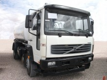 camion cisterna Volvo