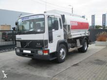 camion citerne hydrocarbures Volvo