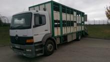 camión para ganado porcino Mercedes