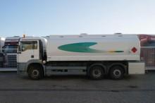 camión MAN TGA 26.310 6X2 TANK MANUAL GEARBOX