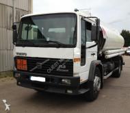 camion cisterna idrocarburi Volvo