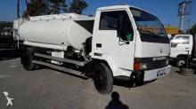 camión cisterna hidrocarburos Mitsubishi