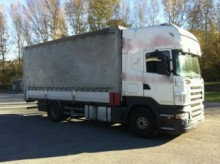 camion plateau ridelles bâché Scania
