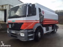 camion citerne hydrocarbures Mercedes