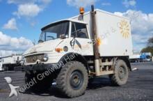 camión Unimog 406 mit Kofferaufbau, Seilwinde