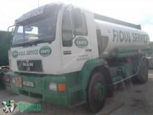 camión cisterna hidrocarburos MAN