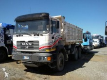 camión MAN 33.414 RIBALTABILE MEZZO D'OPERA