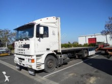 camion plateau porte paille DAF
