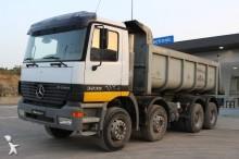 camión Mercedes Actros 3235