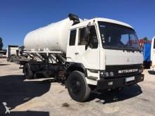 camión cisterna Mitsubishi
