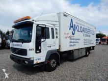 camion Volvo FL220 4x2 koffer