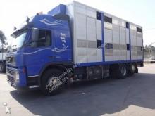 camion trasporto bovini Volvo