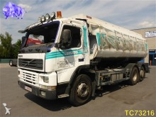 camion cisterna incidentato