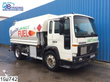 camión Volvo FL6 15 10399 Liter fuel tank, 3 Compartments, 0.