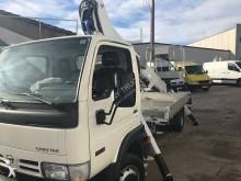 camion nacelle articulée télescopique Nissan