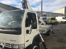 camion piattaforma aerea articolata telescopica Nissan