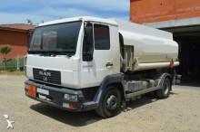 camion citerne hydrocarbures MAN