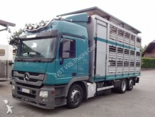 camion van à chevaux Mercedes