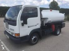camion cisterna idrocarburi Nissan