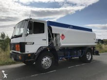 ciężarówka cysterna do paliw Mercedes