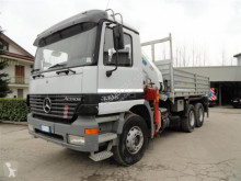 camion Mercedes 33.35 CON GRU BONFIGLIOLI P26000L