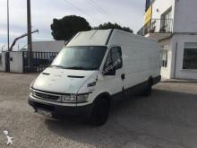 Camión furgón Iveco Daily 35S12 15 M3