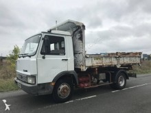 camião tri-basculante Iveco