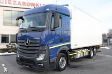 ciężarówka chłodnia Mercedes