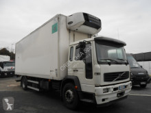 camião Volvo FL618