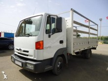 Camión caja abierta Nissan