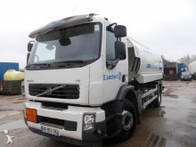 camion cisternă hidrocarburi Volvo