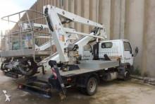 Camión plataforma elevadora Nissan V. I. TL 35 2 *17mts* truck-mounted platform