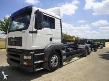 Camión portacontenedores MAN TGA 26.400