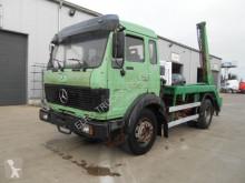 camión portacontenedores Mercedes