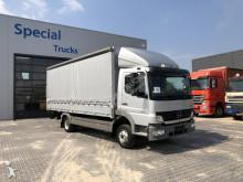 vrachtwagen Mercedes 822