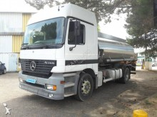 camión cisterna Mercedes