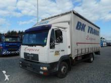 vrachtwagen aanhanger met zeilwanden MAN