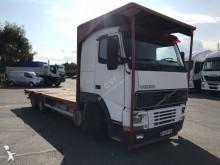 camión caja abierta transporta paja Volvo