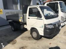 camión volquete trilateral Piaggio