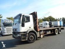 camión caja abierta transporta paja Iveco