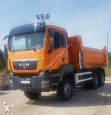 Camión volquete MAN 33400