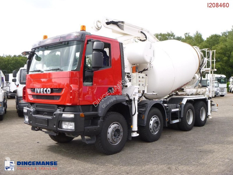 Camión Iveco AD410T45 pump/mixer 28 m