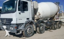 vrachtwagen beton Mercedes