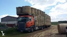 camión caja abierta transporta paja Scania