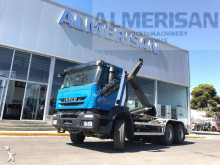 camion portacontainers Iveco