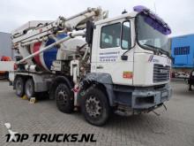 vrachtwagen MAN 32.414 Putzmeister TTM 21mtr + 7 M3 mixer