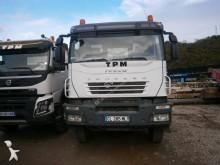 camión volquete escollera Iveco